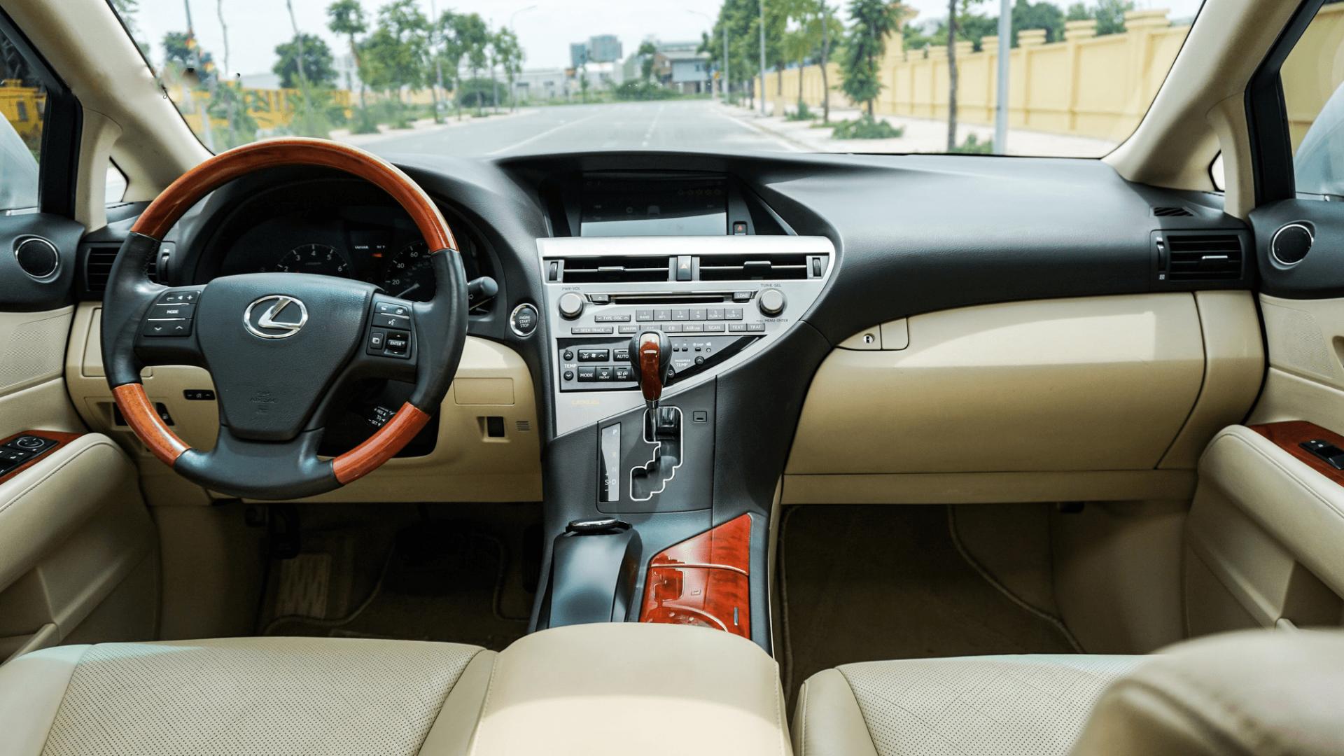 Trang bị nội thất của xe độ Lexus RX350 đời 2010