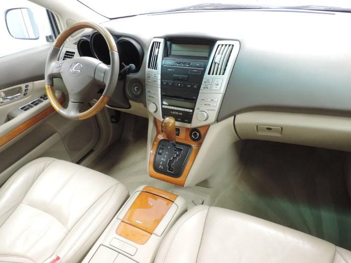 Nội thất khoang lái của Lexus RX350 đời 2009
