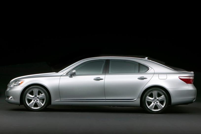 chiều dài Lexus LS460L 2007 hơn 5 mét