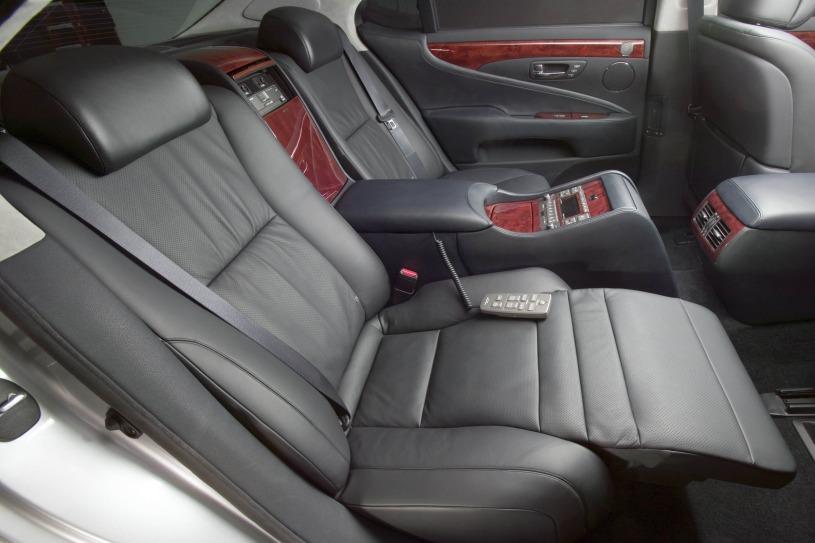 thiết kế hàng ghế sau kiểu xe limousine