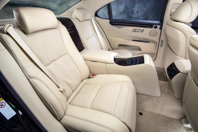 hàng ghế sau xe Lexus LS460L đời 2014