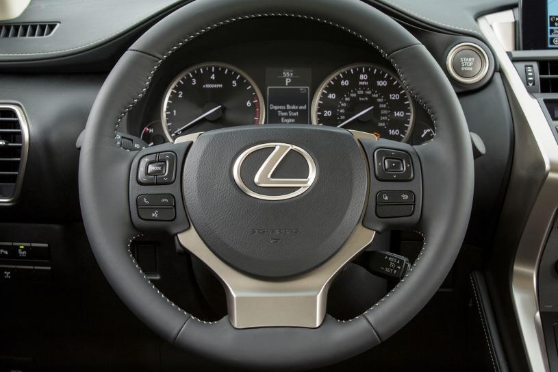vô lăng và đồng hồ lái Lexus NX200t 2015