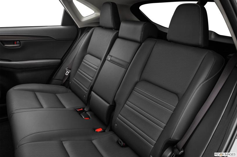 hàng ghế thứ 2 Lexus NX200t 2015
