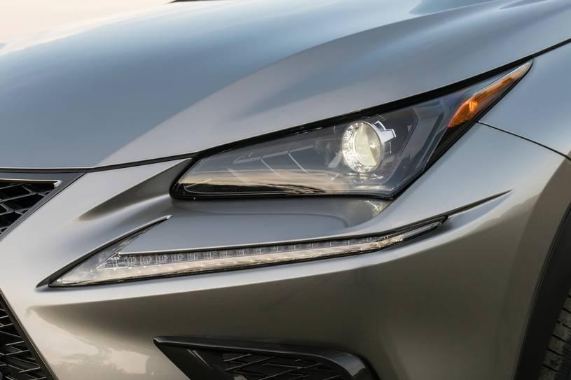 đèn pha trên xe lexus nx300 2018