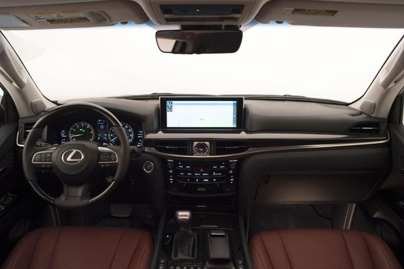 cabin khoang lái trên Lexus LX570 2016