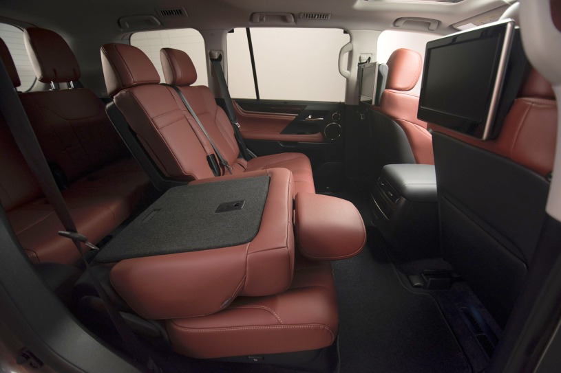 hàng ghế thứ 2 và thứ 3 trên Lexus LX570