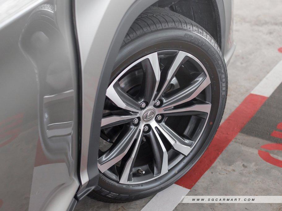 bánh và lốp xe RX300 2019