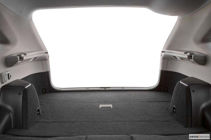 khoang chứ đồ rộng rãi trên mẫu xe Lexus RX350 2008