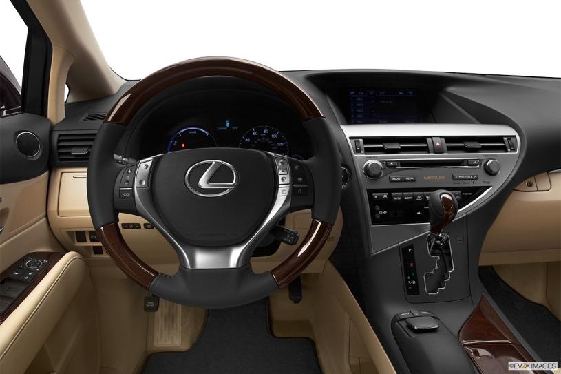 vô lăng và bảng taplo Lexus RX450h 2013