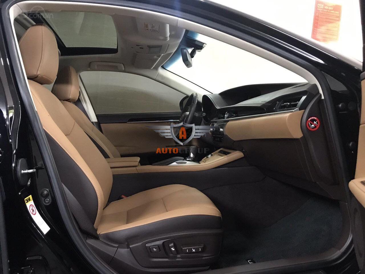 Xe Lexus ES250 sản xuất 2016 màu đen cam