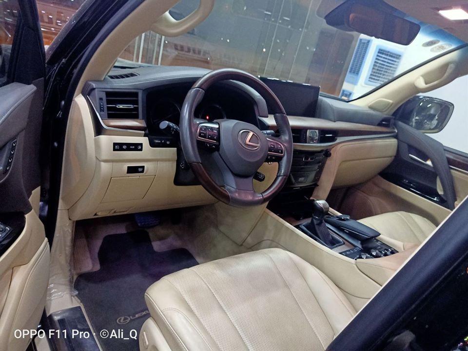 Lexus LX570 đời 2016 màu đen nhập Mỹ