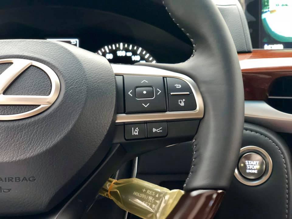 Lexus LX570 Super Sport 2019 màu đen nội thất nâu