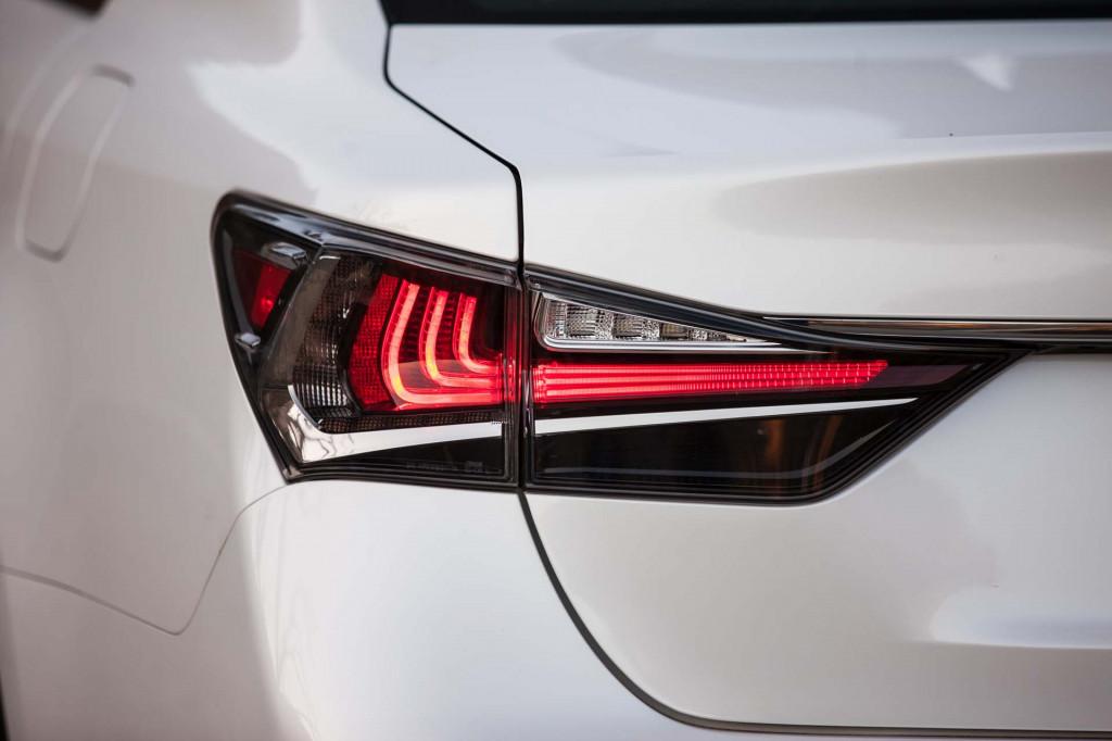 cụm đèn hậu GS300 2019