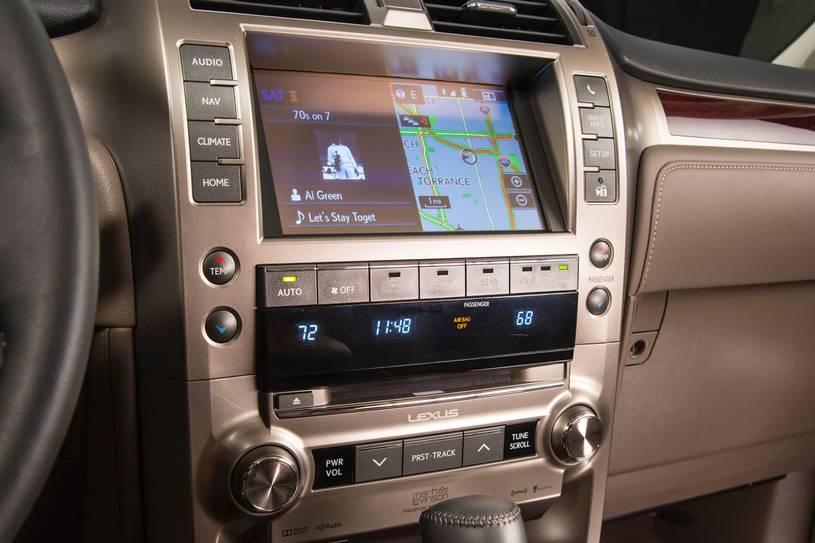 màn hình trung tâm và hệ thống âm thanh điều hòa GX460 2019