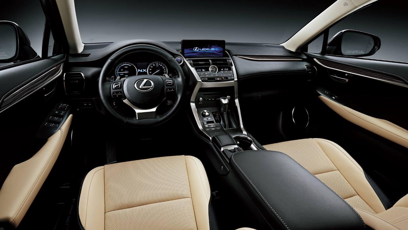 nội thất hàng ghế đầu của Lexus NX300 2018