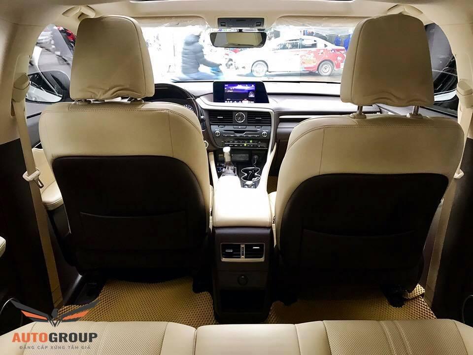 Nội thất Lexus RX200t 2018: Tiện nghi và đậm tính thẩm mỹ