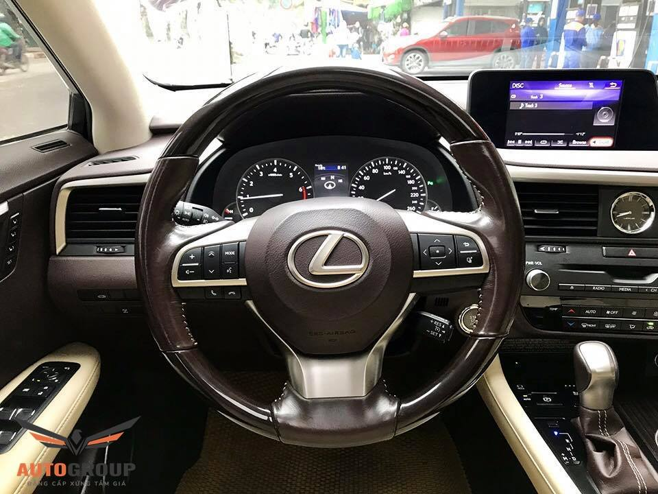 Nội thất Lexus RX200t: Tiện nghi và đậm tính thẩm mỹ