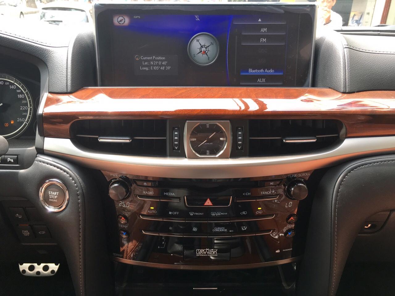 hệ thống giải trí trên Lexus LX570 Super Sport 2018