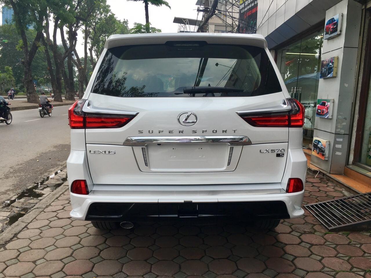 đuôi xe Lexus LX570 Super Sport 2018