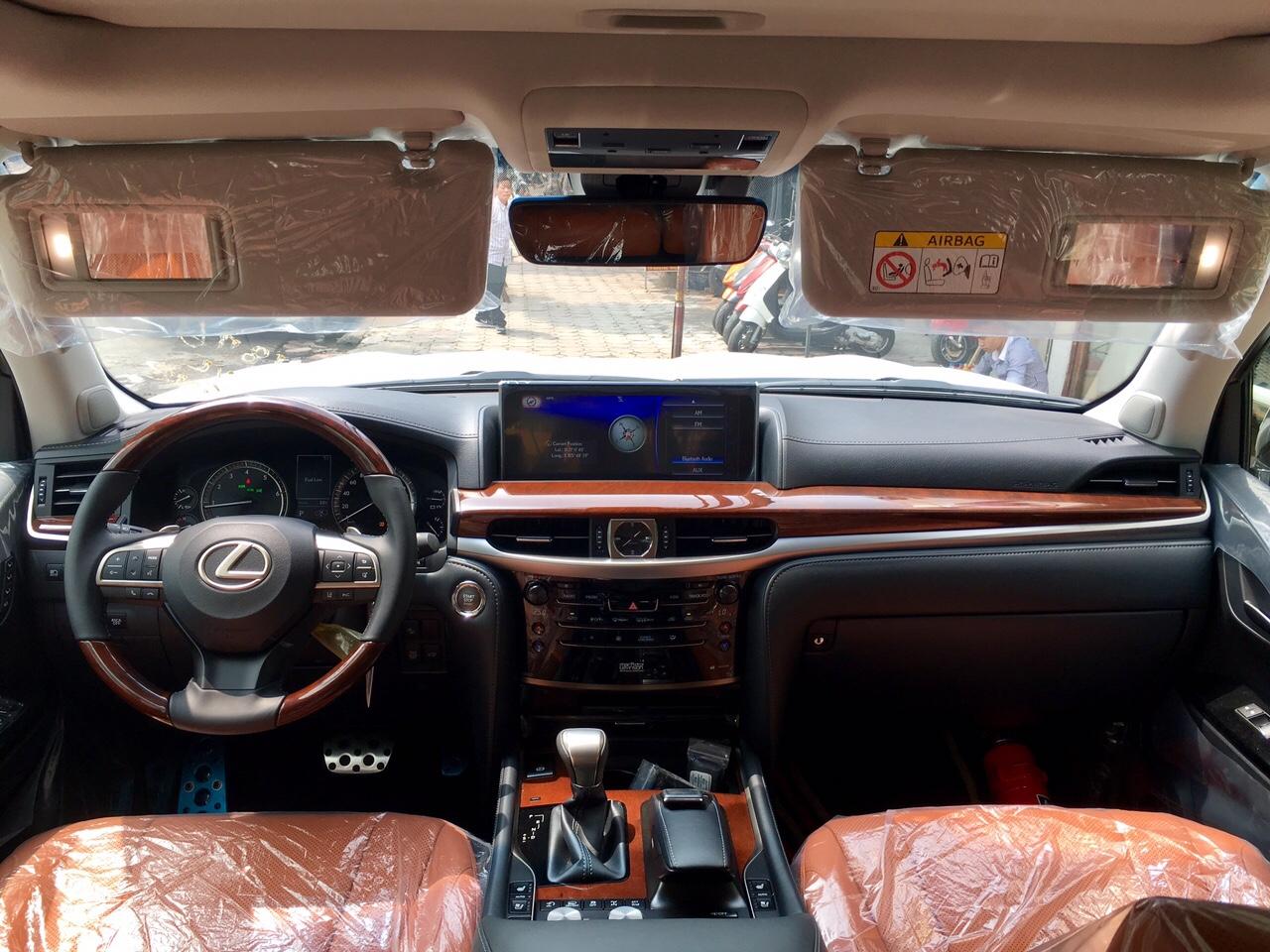 Chi tiết Lexus LX570 Super Sport 2019: nội ngoại thất, động cơ vận hành, kèm giá bán