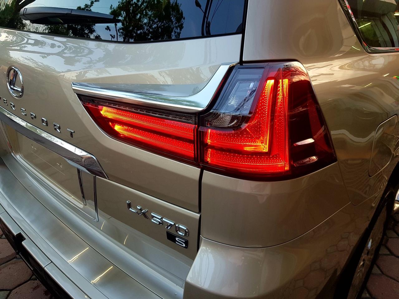 Lexus LX 570 Super Sport 2018 Trung Đông Vàng