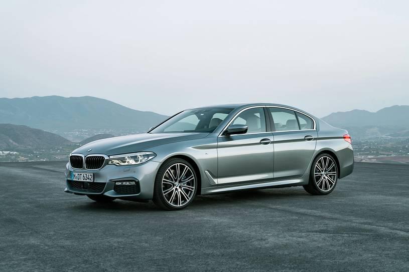 So sánh Lexus ES300h và BMW 530e: Chọn xe Đức hay Nhật