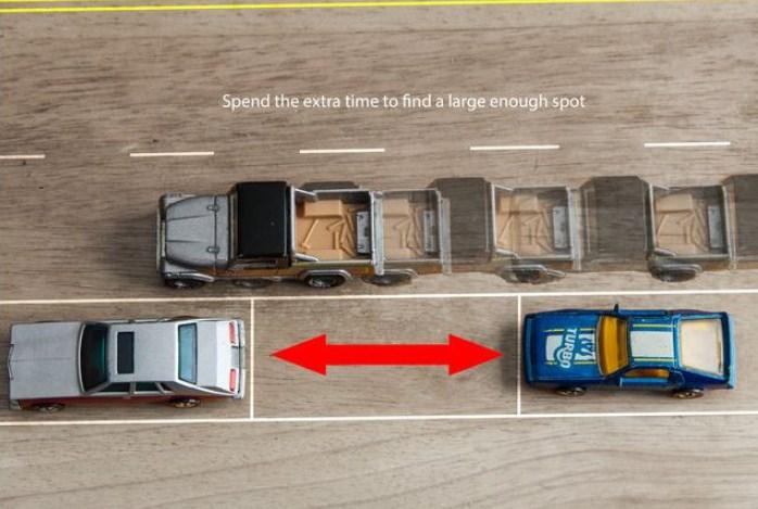 Phải canh đuôi xe khi thực hiện cách căn đường khi lái xe ô tô