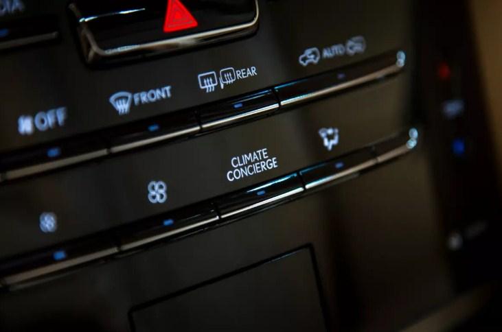 Nút chức năng trên xe Lexus 570 Climate Concierge