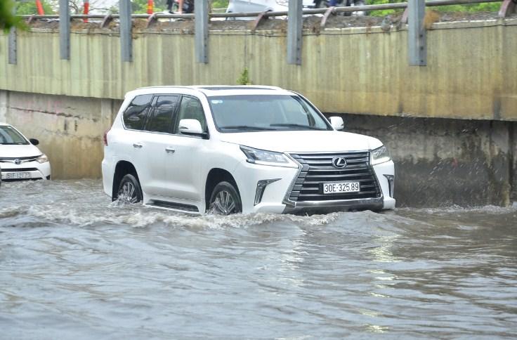 mua ô tô cũ: có nên mua xe bị ngập nước