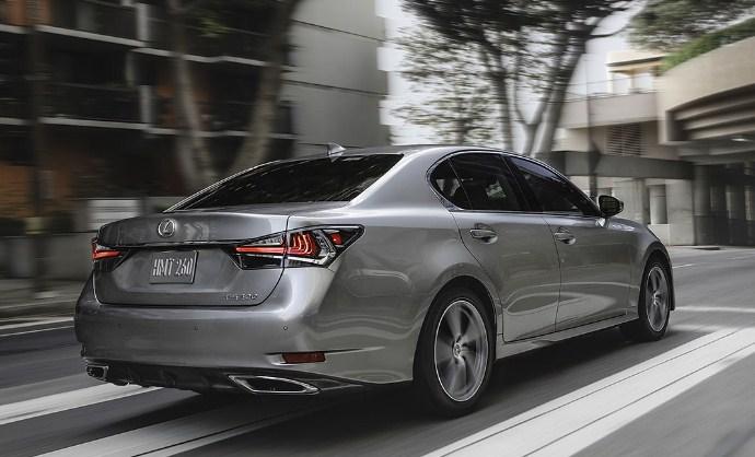 đằng sau chiếc Lexus GS 350