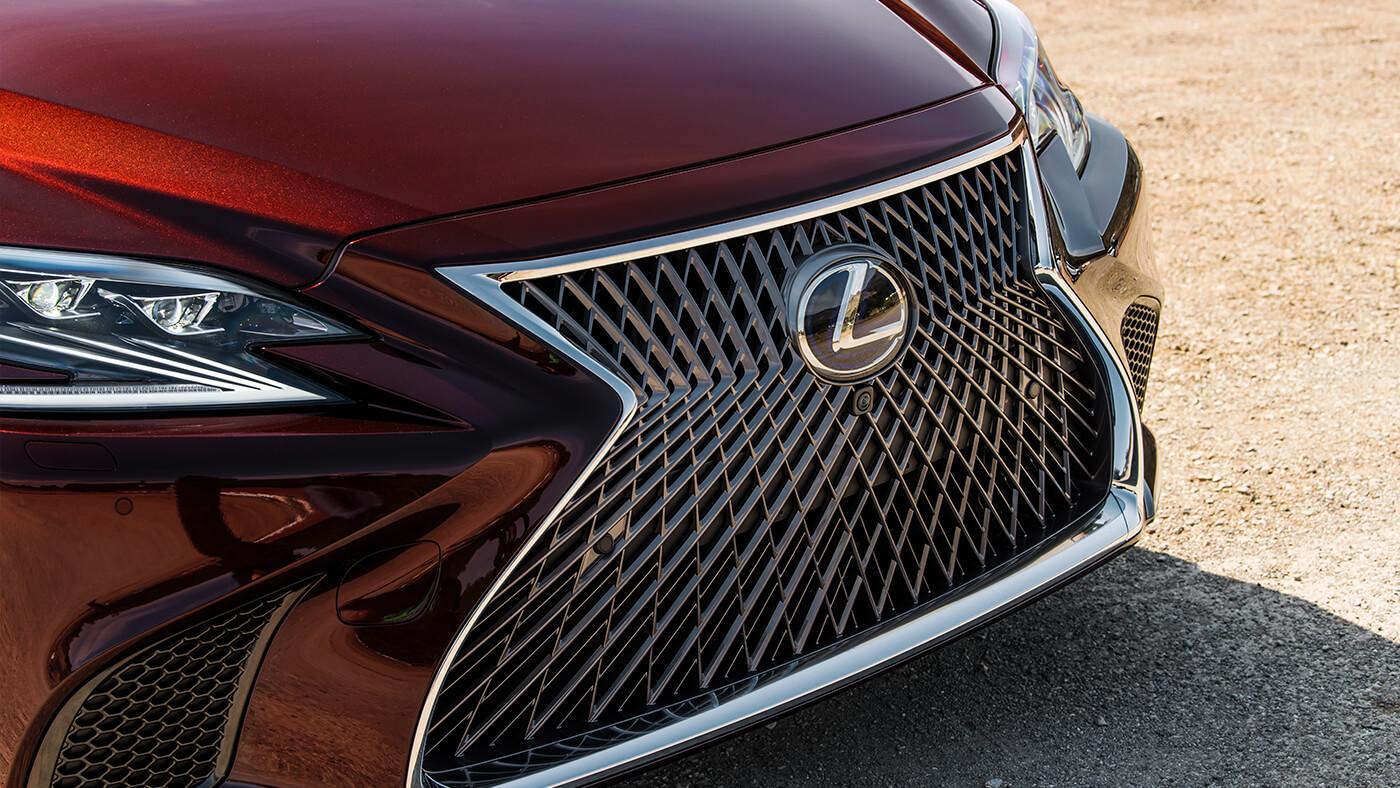 đầu xe Lexus LS500h 2019