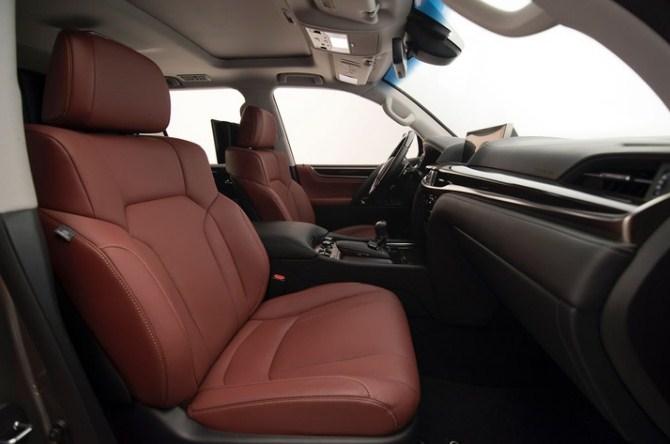 nội thất bọc da cao cấp của Lexus LX570 2017