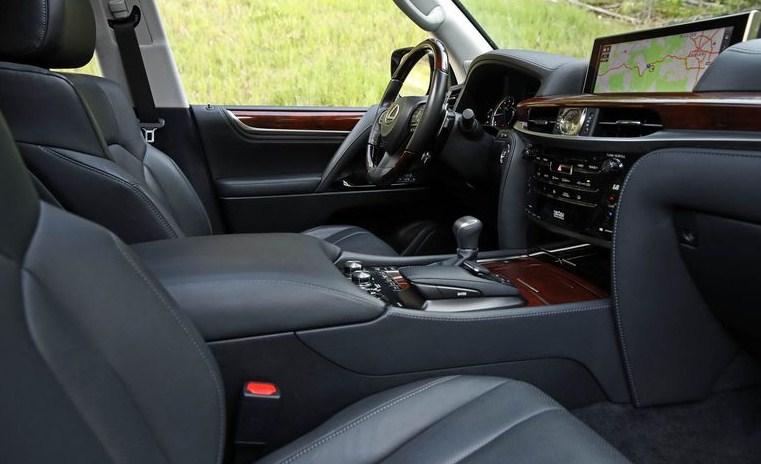 """Đánh giá Lexus LX 570 2018: """"Khủng long 4 chân"""" trong làng SUV"""