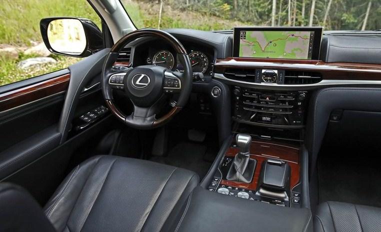 nội thất Lexus LX570 ở khoang lái