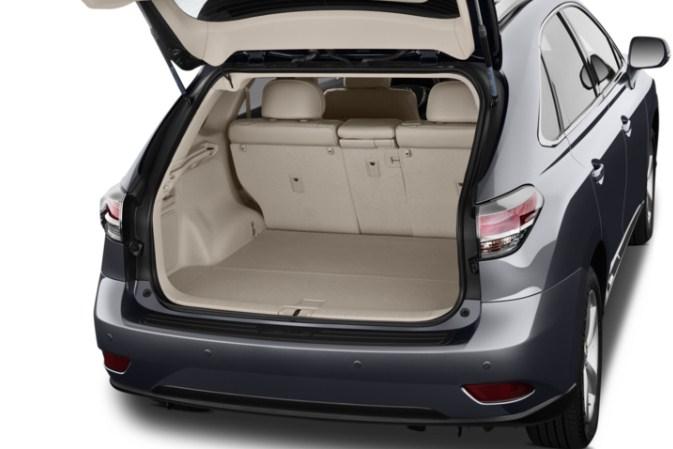 Khoang sau để đồ rộng rãi của Lexus RX350 đời 2013