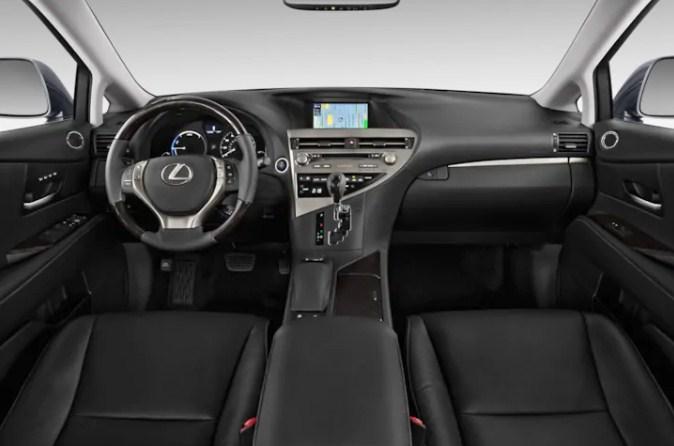 Lexus RX350 đời 2013 có giá bán lướt hơn 2,5 tỷ đồng sau hơn 5 năm lăn bánh