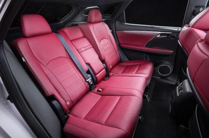nội thất bọc da ghế sau của Lexus RX350