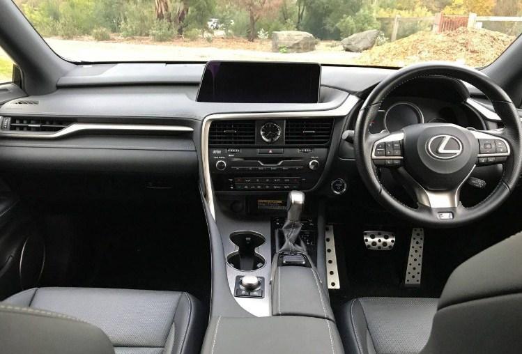 Bảng điều khiển bên ghế lái của Lexus RX450h