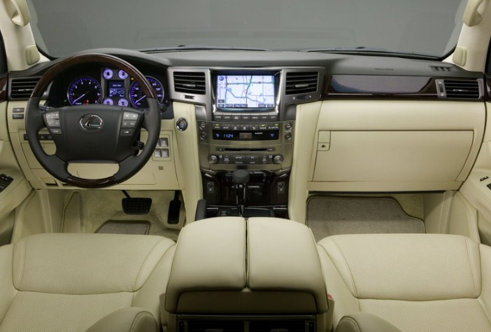 """Lexus LX570 đời 2008 – """"thánh"""" giữ giá trong làng SUV tại Việt Nam"""