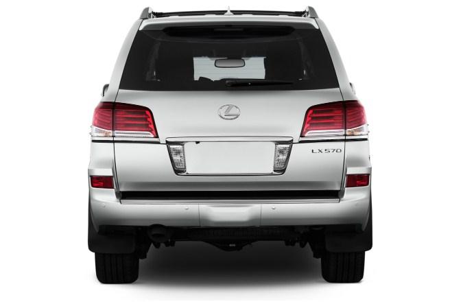 Lexus LX570 2015 vẫn giữ giá khủng sau 2 năm lăn bánh