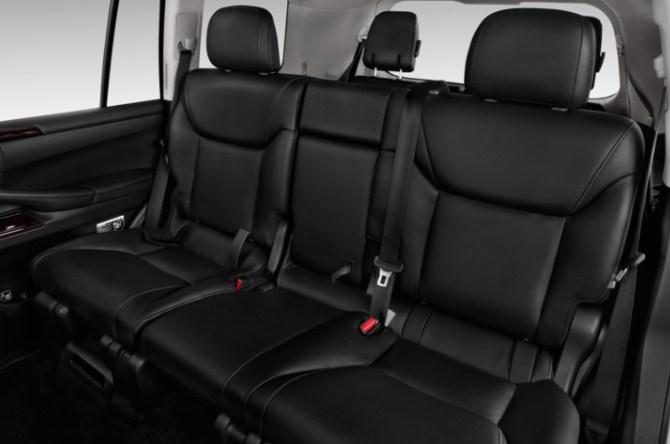 trang bị nội thất tiện nghi của Lexus LX570 cũ