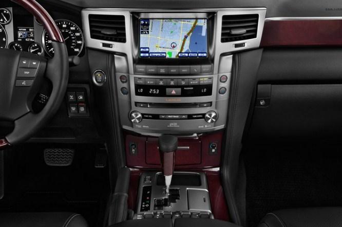 trang bị tiện nghi hiện đại trên hàng ghế lái lexus rx570