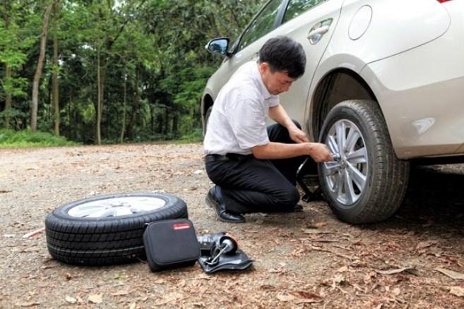 """Những lưu ý khi thay lốp dự phòng giúp lái xe tránh """"rước họa vào thân"""""""