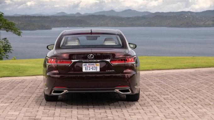 cụm đền hậu Lexus LS 500 2020
