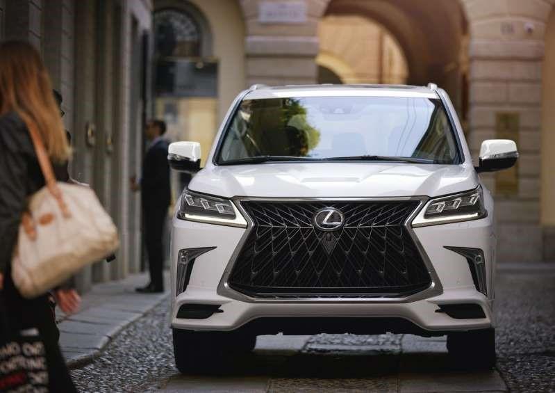 ngoại thất Lexus LX570 đời 2020