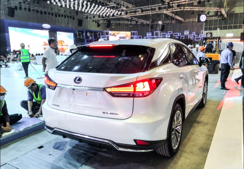 mẫu Lexus RX450h 2020 tại VMS 2019
