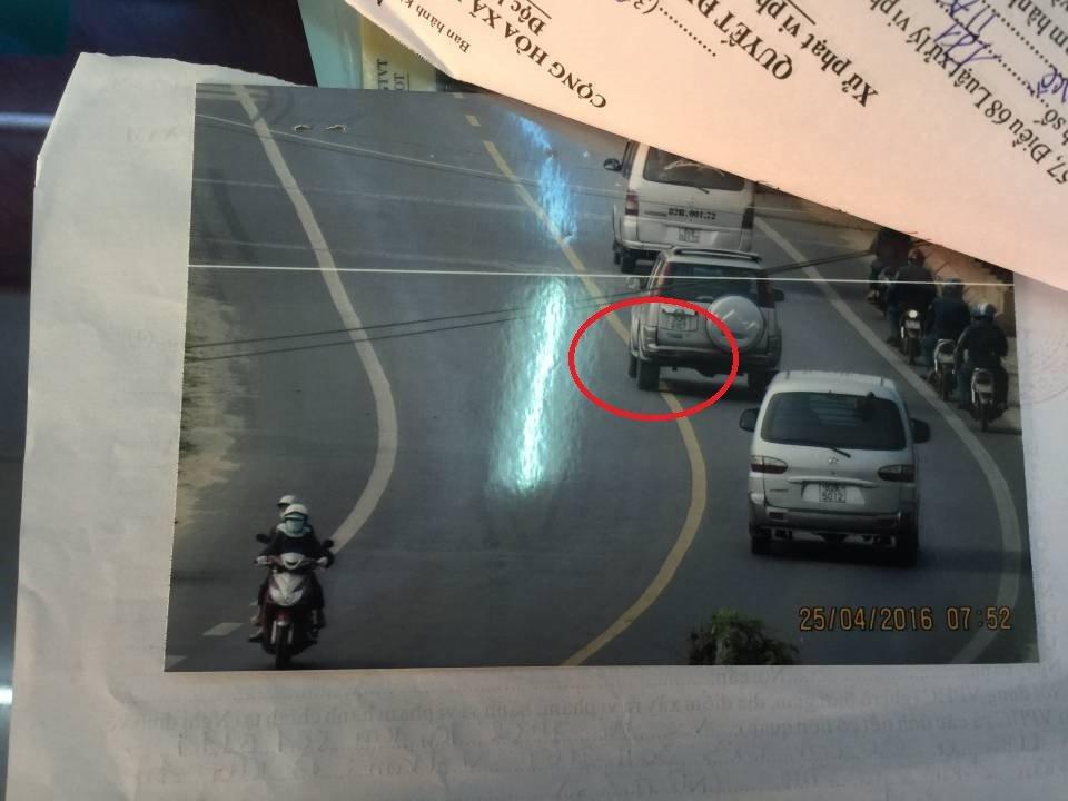 Lỗi ô tô đè vạch liền đường 2 chiều bị xử phạt bao nhiêu?