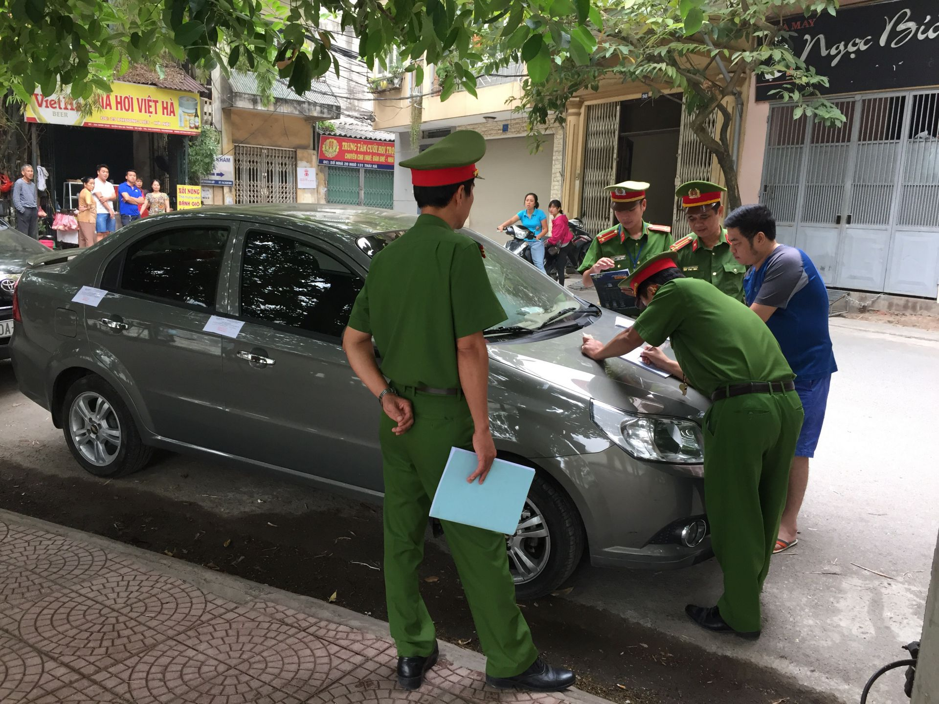 Mức xử phạt khi mắc lỗi ô tô dừng đỗ xe sai quy định