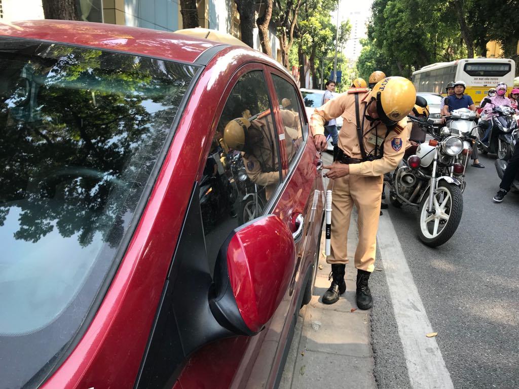 Khung hình phạt khi dừng đỗ xe sai quy định