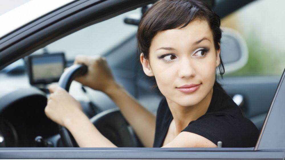 Hướng dẫn cách đánh lái khi lùi xe ô tô hiệu quả